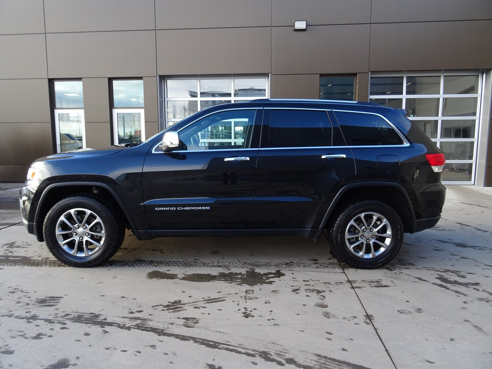 pre-owned 2016 jeep grand cherokee sport utility in edmonton